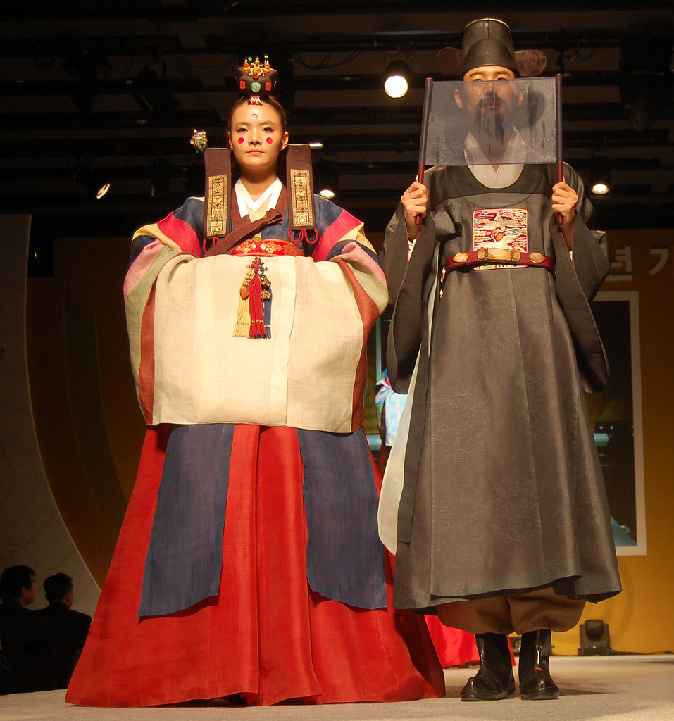 Traditional dress fashion show 34