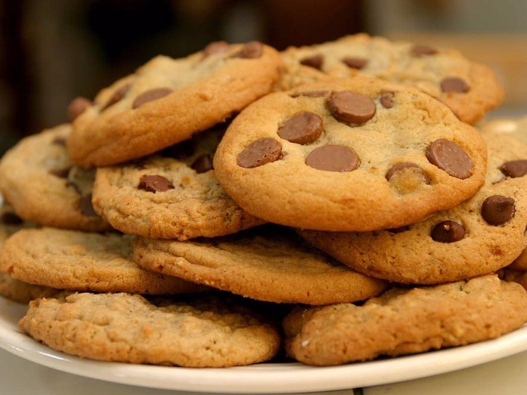 Смотреть Замечательно красивое и восхитительно хрустящее печенье с грецкими орехами. Песочное, творожное и овсяное – рецепты печенья с грецкими орехами видео